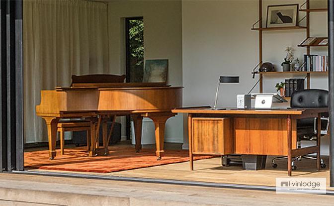 Piano van Thomas Vanderveken pronkt in houten bijgebouw van Livinlodge.